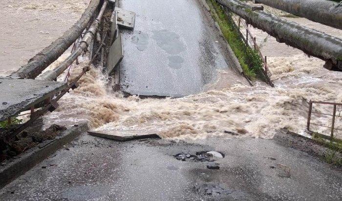 Более тысячи жителей Иркутской области эвакуировали из-за наводнения (Видео)