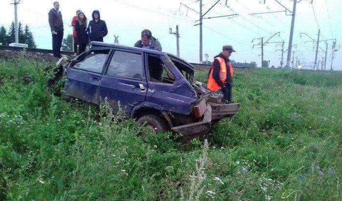 В Нижнеудинском районе водитель ВАЗа сбежал после столкновения слокомотивом