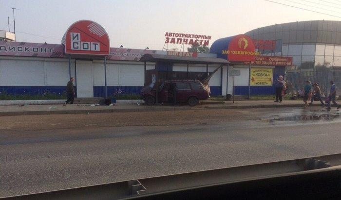 Водитель «Жигулей» сбил пешехода напереходе ивъехал востановку вИркутске