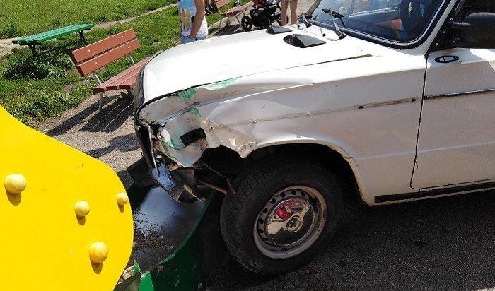 ВНово-Ленино автомобиль влетел надетскую площадку (Видео)