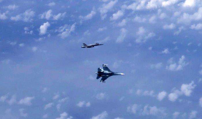 Российские Су-27отогнали натовский F-18отсамолета Шойгу (Видео)