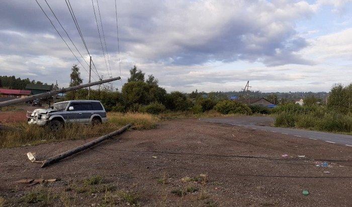Несовершеннолетняя автомойщица угнала машину клиента ипопала вДТП