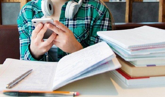 Вшколах рекомендуют ограничить использование мобильных телефонов