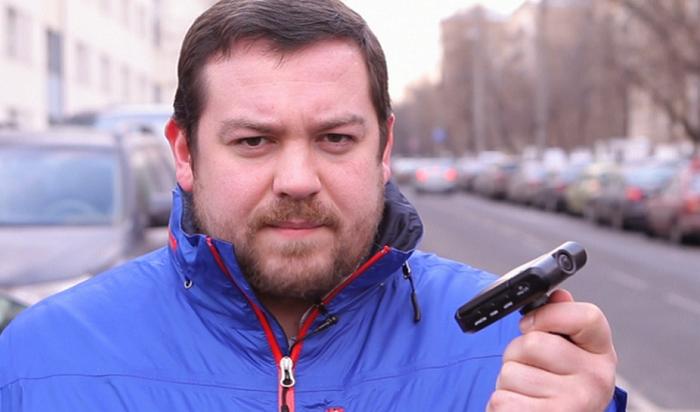 Автоблогер Давыдыч столкнулся схамством упаромной переправы наОльхон (Видео)