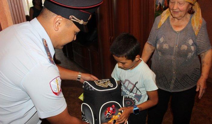 Полицейские Приангарья организовали благотворительную акцию для школьников (Видео)