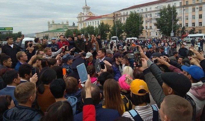 Стихийные протесты проходят вцентре Улан-Удэ (Видео)