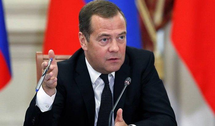Медведев поручил подготовить проект опрекращении правовых актов СССР иРСФСР