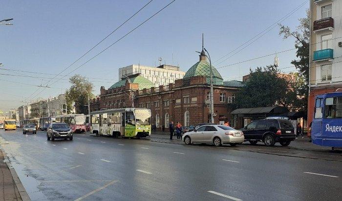 ДТП наулице Ленина парализовало движение трамваев почти наодин час (Фото)