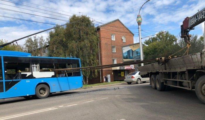 Иркутянка пострадала при столкновении кран-борта строллейбусом наулице Советской