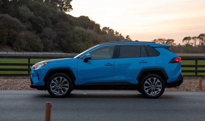 Гибридная Toyota RAV4провалила испытания науправляемость (Видео)