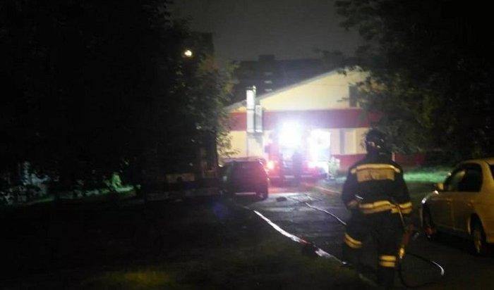 Восемь человек погибли напожаре вкрасноярской многоэтажке