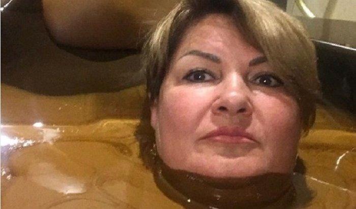 Ульяновский губернатор поручил проверить советницу после селфи в«шоколаде»