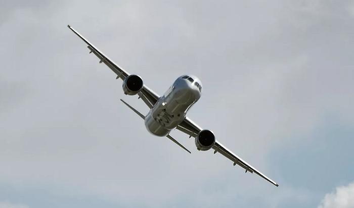 МС-21, собранный вИркутске, совершил первый международный полет (Видео)