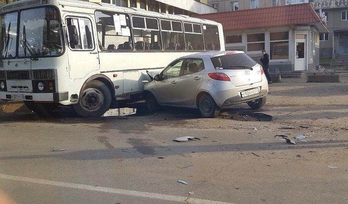 Четырехлетняя пассажирка пострадала при столкновении двух иномарок иавтобуса вАнгарске