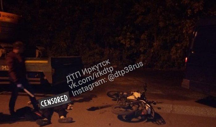 Мотоциклист-школьник погиб при столкновении сгрузовиком вТулуне
