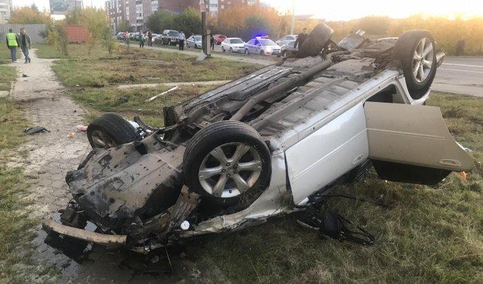 Пассажирка автомобиля Subaru Legacy погибла вДТП сучастием пешеходов вАнгарске (Видео)