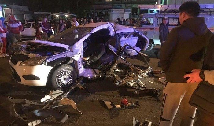 Водитель ипассажирка Ford Focus погибли вДТП наулице Байкальской (Видео)