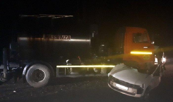 Водитель ипассажир иномарки погибли при столкновении сКАМАЗом вШелеховском районе