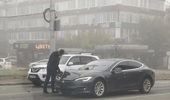 ВИркутске случилось ДТП сучастием электромобиля Tesla