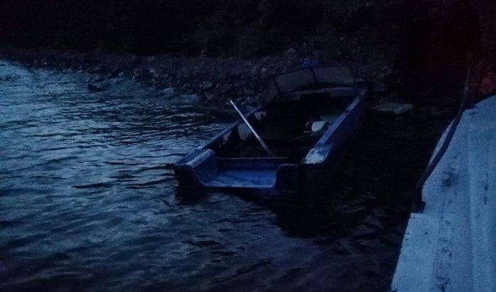 Лодка сдвумя мужчинами наборту перевернулась наБайкале