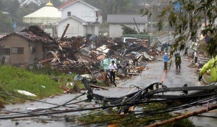 Число жертв мощного тайфуна в Японии возросло до 14