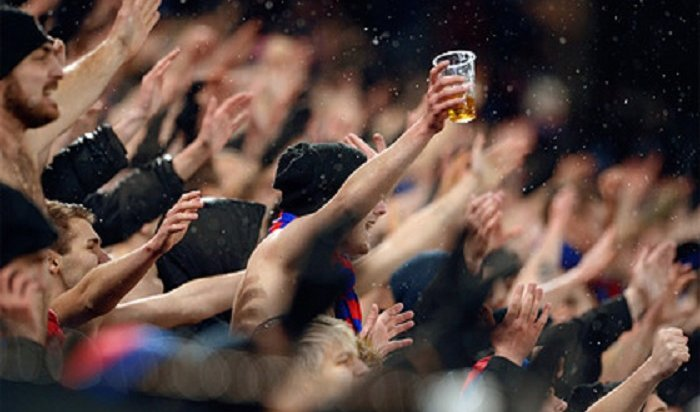 Нароссийских стадионах одобрили продажу пива вовремя футбола