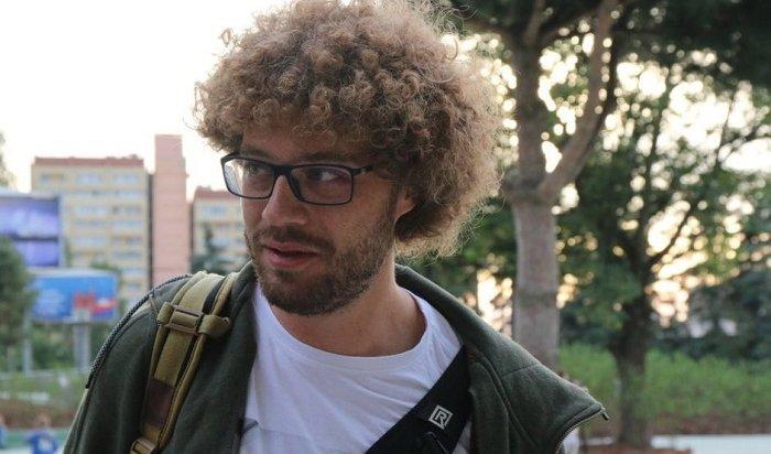Блогер-урбанист Илья Варламов проехал виркутском троллейбусе №4 (Видео)