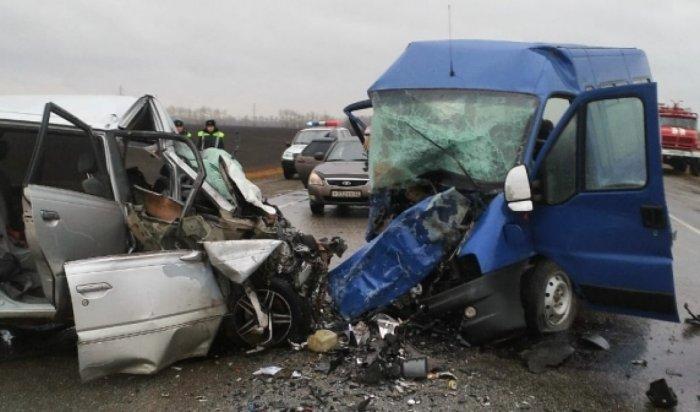 На Алтае в результате столкновениях двух микроавтобусов погибли 8 человек