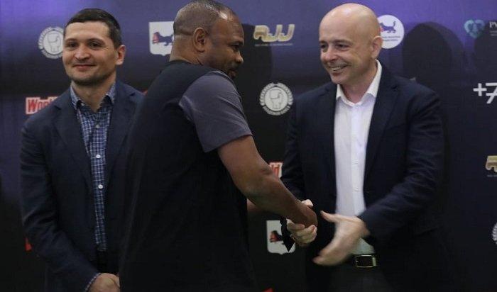 Легенда мирового бокса Рой Джонс отсмотрел юных спортсменов вИркутске