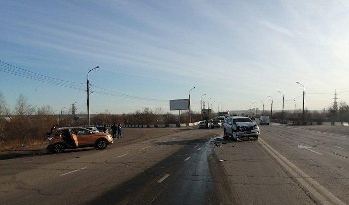 Женщина-водитель погибла при столкновении внедорожника скроссовером вНово-Ленино (Видео)