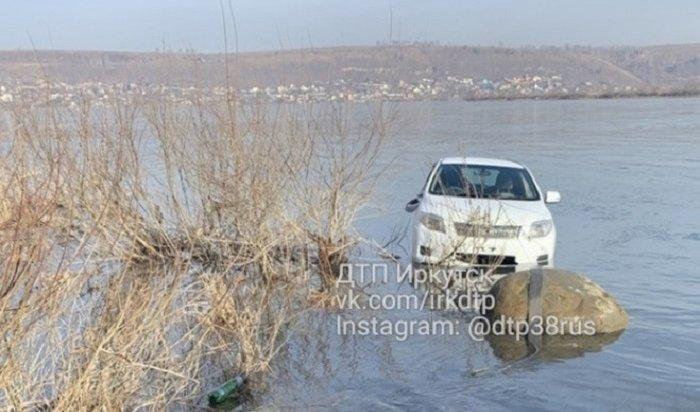 Вавтомобиле, утонувшем вАнгаре 27октября, обнаружили тело мужчины
