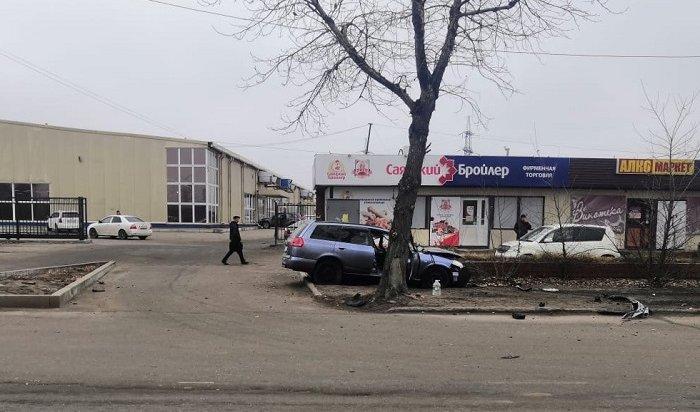 Автомобиль Nissan ADстолкнулся спассажирским автобусом вИркутске (Видео)