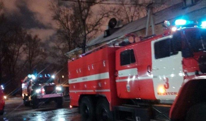 Два ребенка пострадали напожаре вдвухэтажном доме наулице Баррикад вИркутске