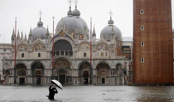 Центр Венеции полностью затопило из-за проливного дождя (Видео)