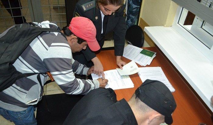 Иркутские судебные приставы выдворили запределы РФ499нелегальных мигрантов