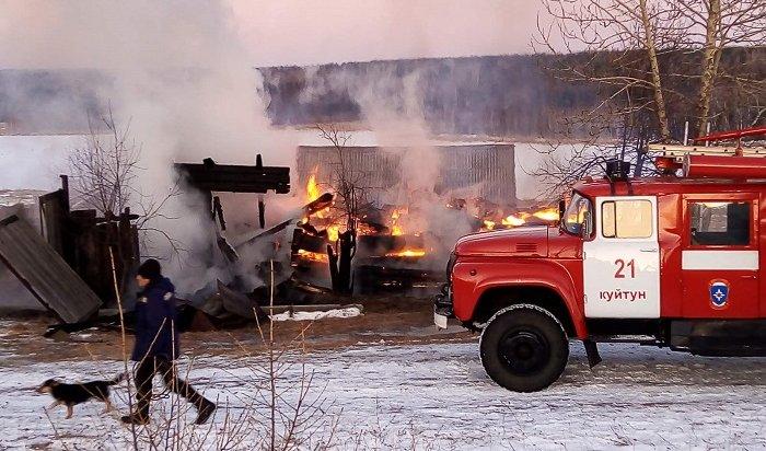 Двое детей иихотец погибли напожаре вКуйтунском районе