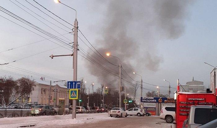 Деревянный дом подожгли вцентре Иркутска (Видео)