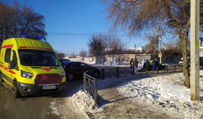 Женщина пострадала при столкновении двух автомобилей вИркутске (Видео)