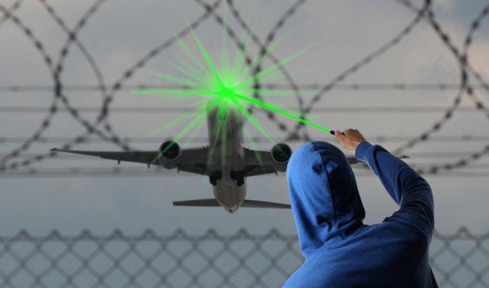 Виркутском аэропорту неизвестные попытались ослепить лазером пилотов