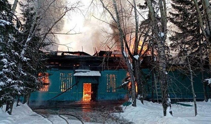 Сельский дом культуры сгорел вКуйтунском районе