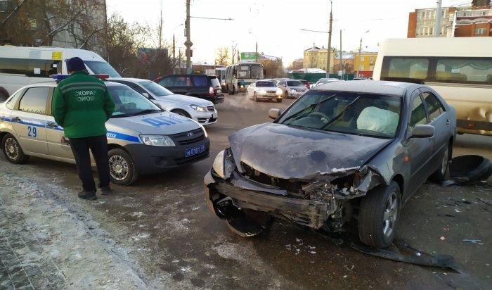 Две иномарки столкнулись вцентре Иркутска(Фото+Видео)