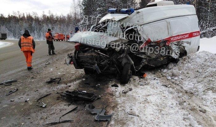 Автомобиль скорой помощи столкнулся сгрузовиком вШелеховском районе