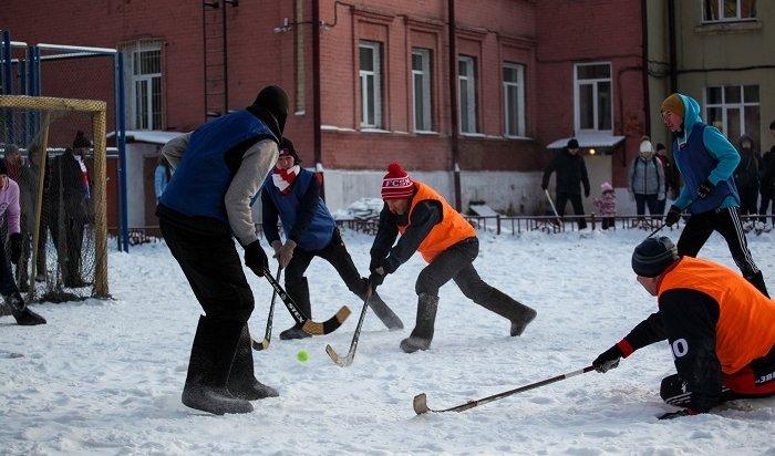 Турнир похоккею смячом вваленках прошел вИркутске (Фото)