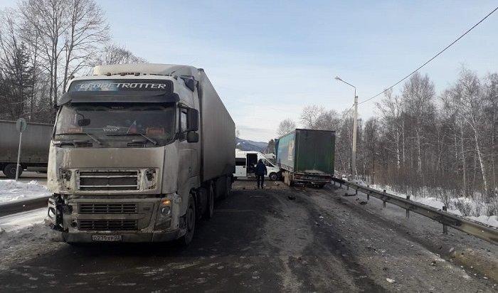 ВБайкальске нафедеральной трассе столкнулись пять автомобилей (Видео)