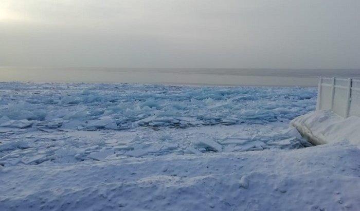 МЧС: Выход налед Байкала опасен