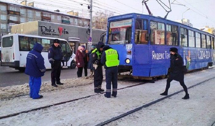 Трамвай сбил насмерть пенсионерку вИркутске