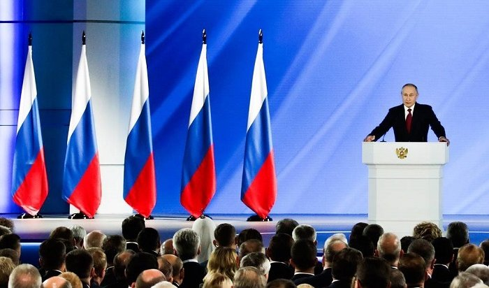 Путин заявил онеобходимости масштабной программы поддержки семей