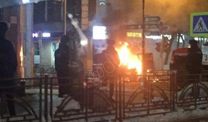 Автомобиль «Почты России» горел вцентре Иркутска