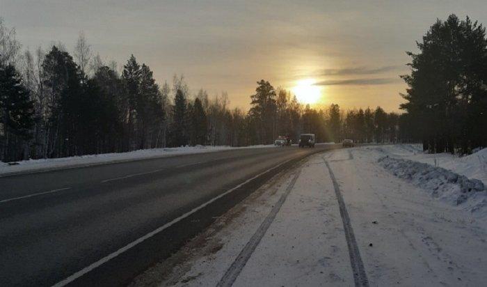 ВПриангарье неизвестный водитель сбил насмерть 40-летнего мужчину иуехал сместа ДТП