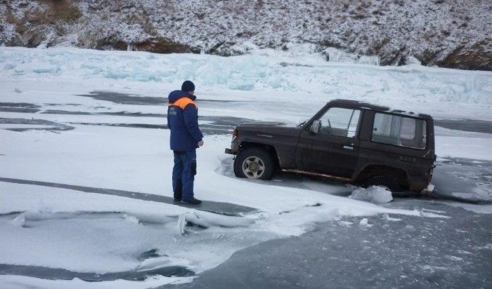 Сотрудники МЧС спасли нальду Байкала двух мужчин